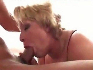 This mature BBW loves to get fucked on camera and has a talent for sicking dick
