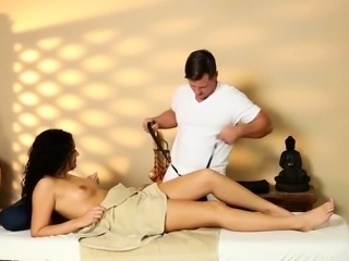 Smalltits massage babe gets her cunt drilled