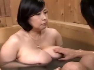 Misuzu Tomizawa And Her Chunky Hangers