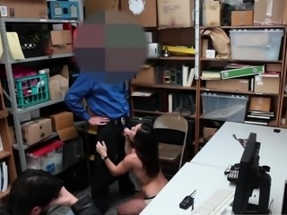 Cop squirt Suspect was viewed on camera stealing high
