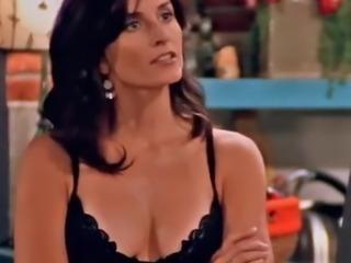 Courteney Cox - Friends (cleavage)