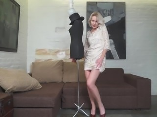 Lonely skinny cougar is ready for some good stripping and pussy masturbation