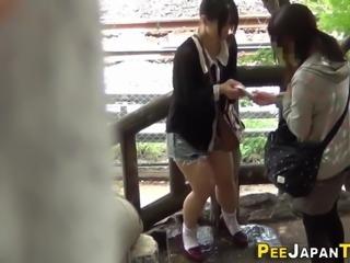 Urinating japanese babe
